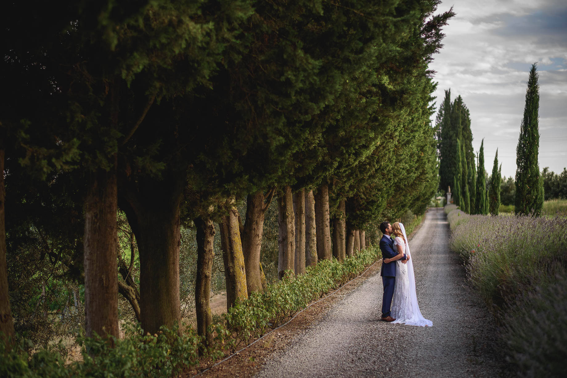 villa-mangiacane-couple-by-driveway